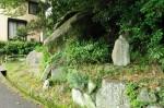 芭蕉の石碑と防人歌碑