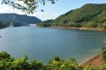 ダム湖東からダム方向